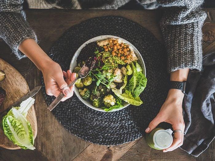 Le houmous est bon pour la santé, il aide à prévenir les maladies cardiovasculaires.