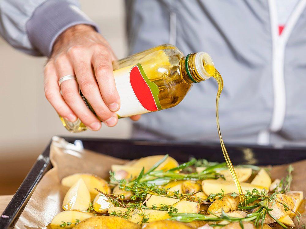 L'huile de canola est une bonne huile pour la cuisson.