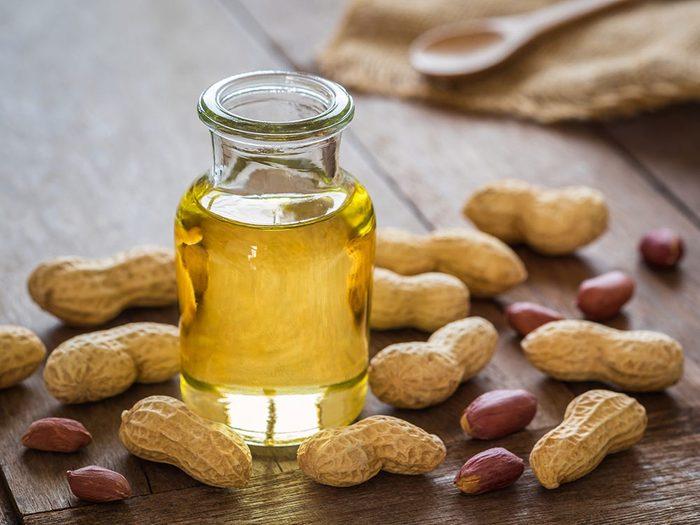 L'huile d'arachide est une bonne huile pour la cuisson.
