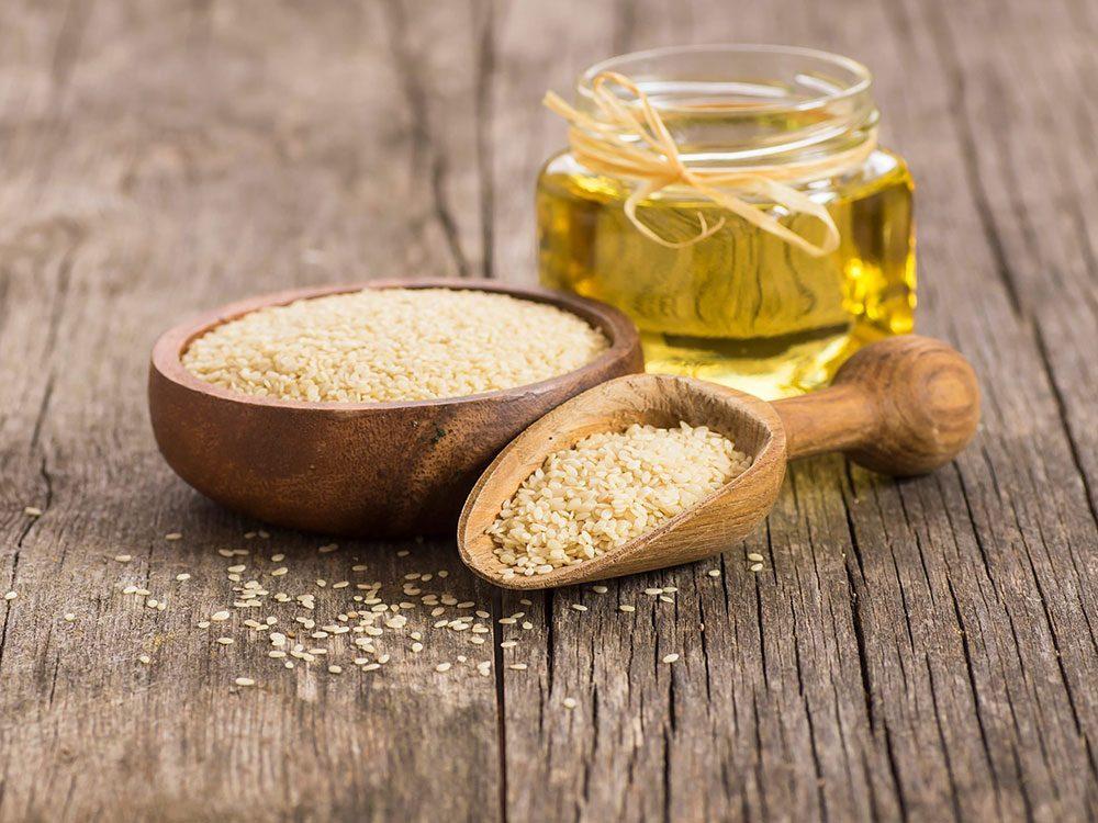 L'huile de sésame est une bonne huile pour la cuisson.