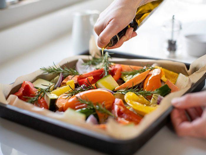 L'huile d'olive est une bonne huile pour la cuisson.