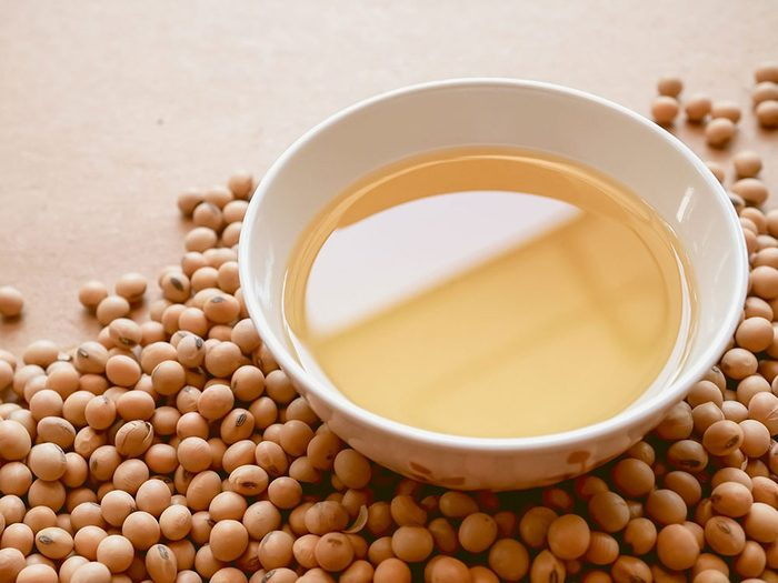 L'huile de soya est une bonne huile pour la cuisson.