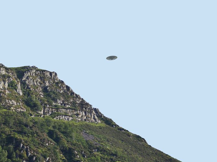 Observations d'ovnis: il y a es objets non identifiés pas nécessairement extraterrestres.
