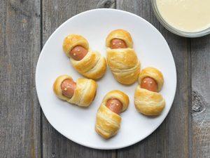 Momies de hot-dog avec trempette au miel et à la moutarde