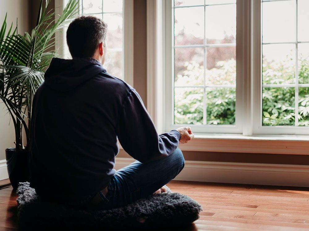 Pratiquer la méditation pour remplacer l'alcool et se relaxer.