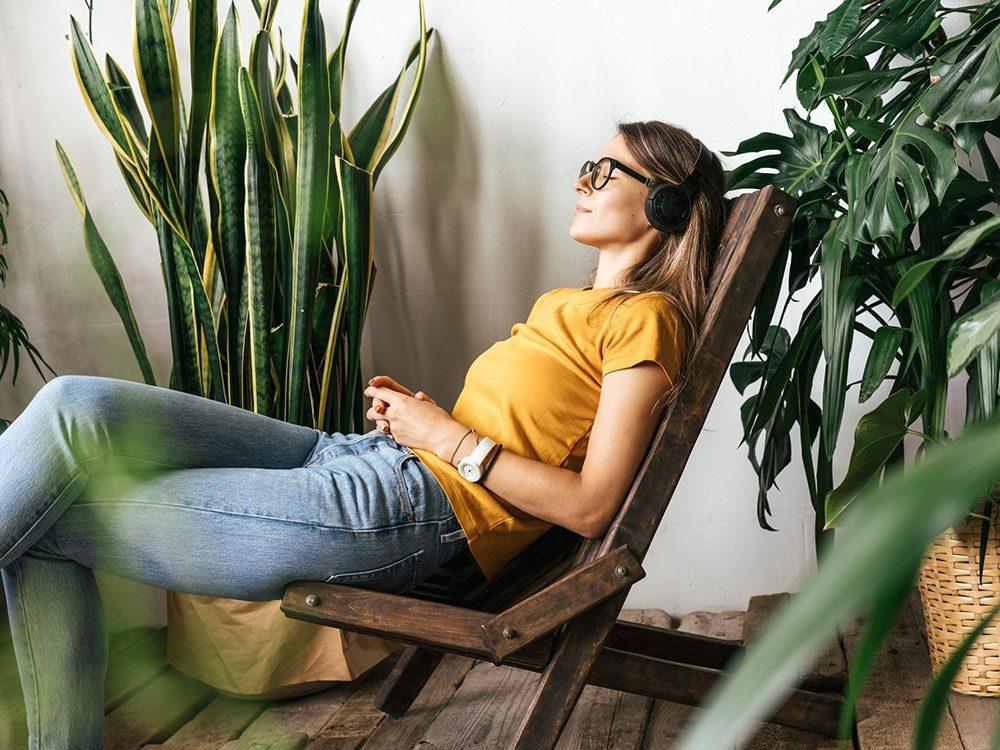 Prendre le temps de respirer pour remplacer l'alcool et se relaxer.