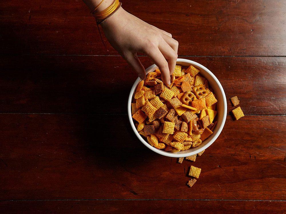 Regarder sa nourriture pour remplacer l'alcool et se relaxer.