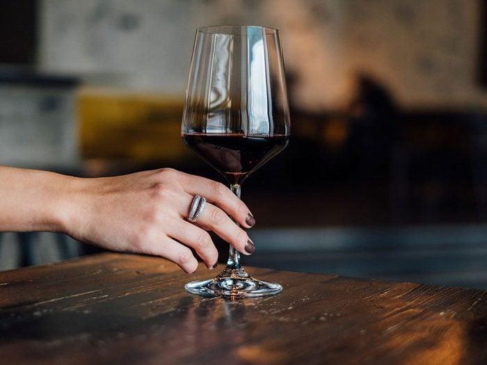 Voici 10 façons de remplacer l'alcool lorsque vous avez besoin de vous détendre!