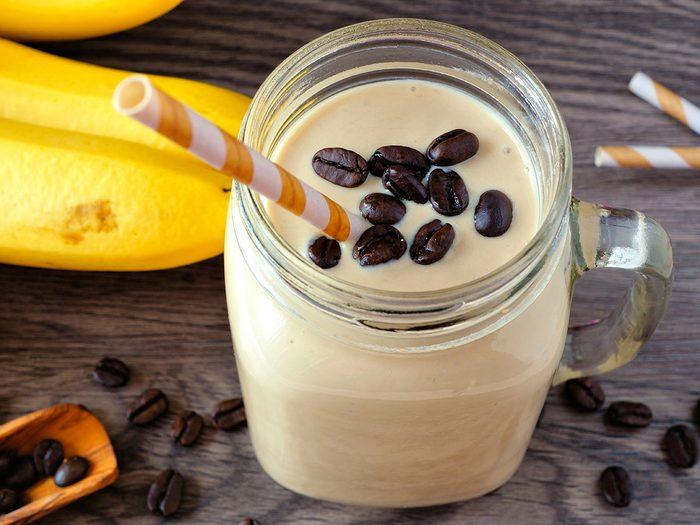 Voici la délicieuse recette de smoothie protéiné au café.
