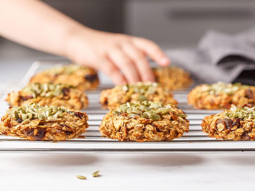 Rendre les biscuits au sucre végétaliens sans gluten.