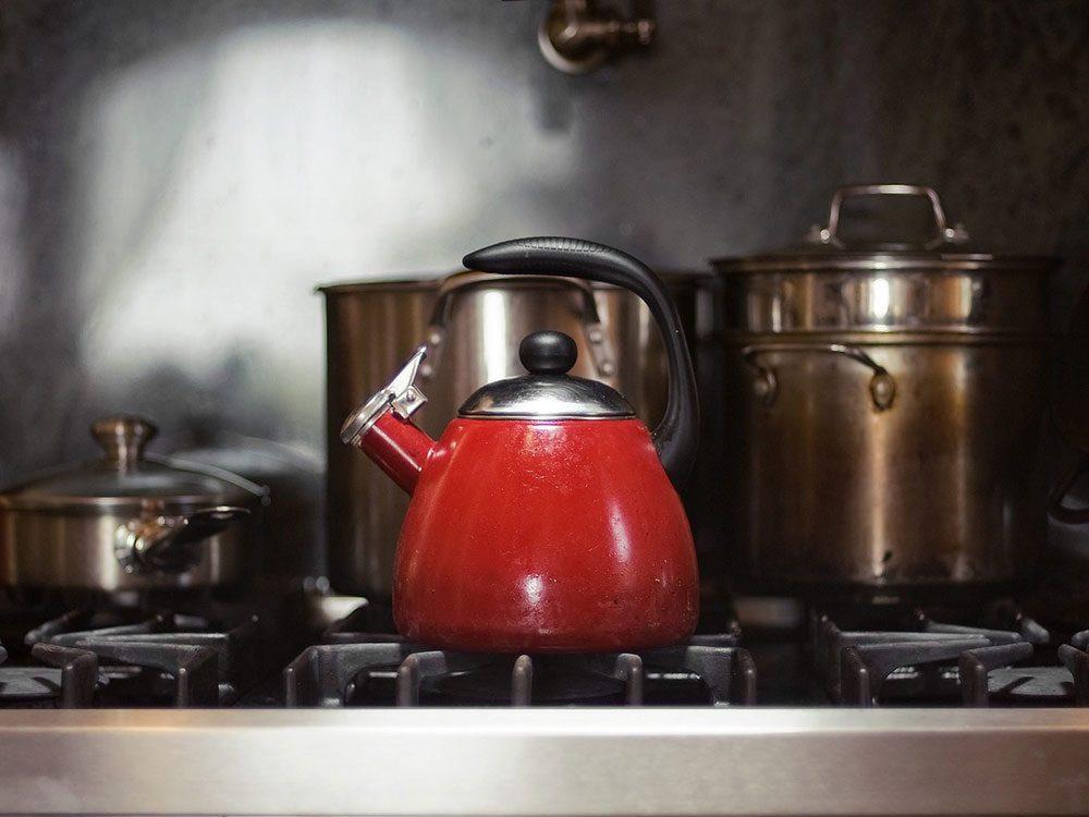Comment préparer le thé: préparez votre bouilloire ou votre théière.