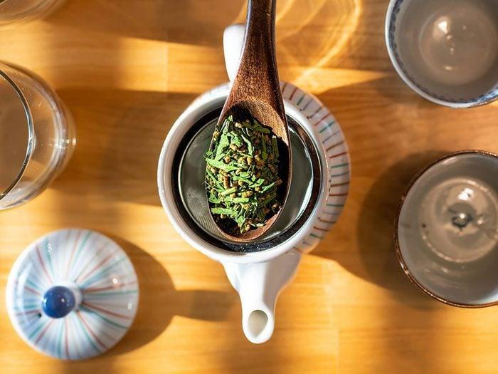 Comment préparer le thé: mesurez avec précision.