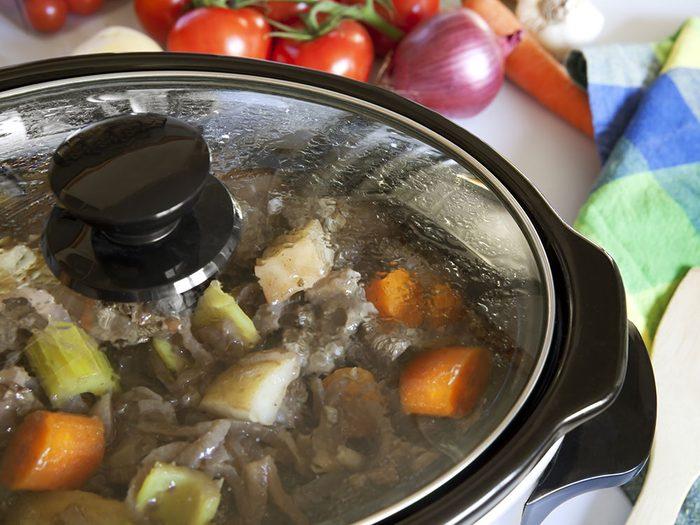 Ne pas soulever le couvercle pour cuisiner à la mijoteuse.