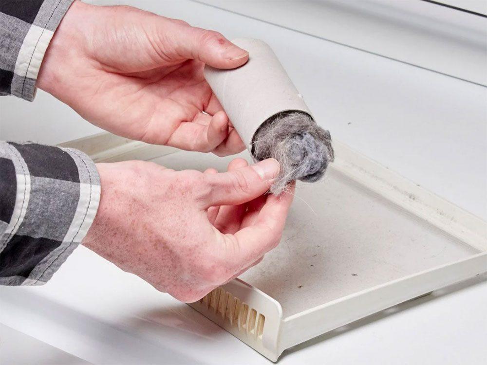 Vous pouvez économiser de l'argent en faisant un allume-feu avec de la charpie de sécheuse.