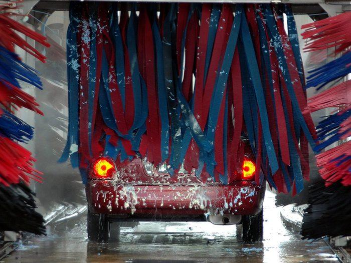 Entretien de l'auto: les lave-autos peuvent abîmer votre voiture.