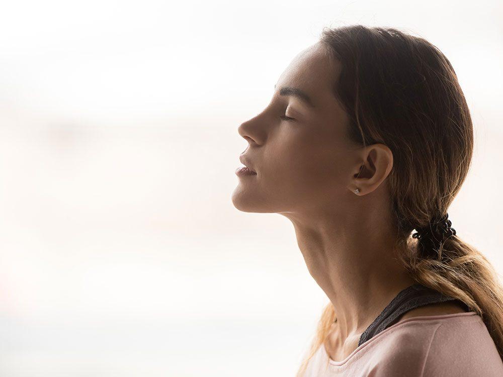 Essayez l'exercice de respiration tactique ou respiration de boîte.