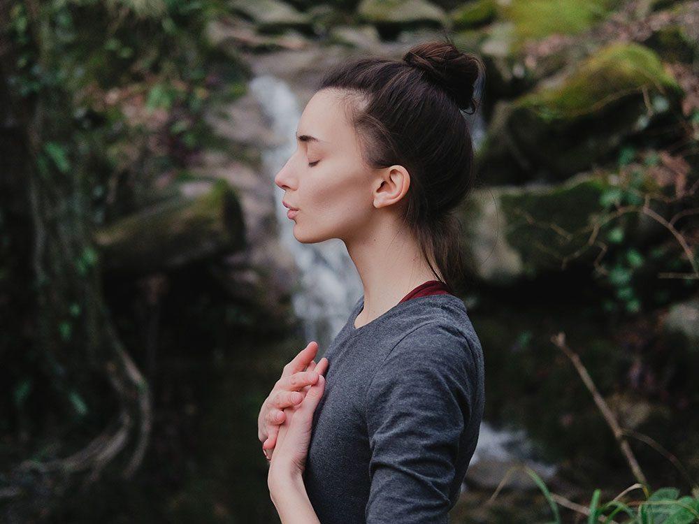 Soulagez votre corps avec des exercices de respiration.