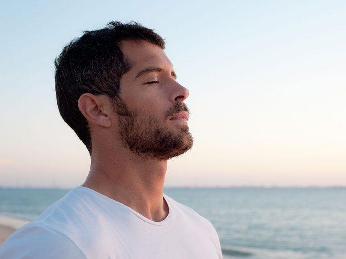 L'exercice de respiration 4-7-8.