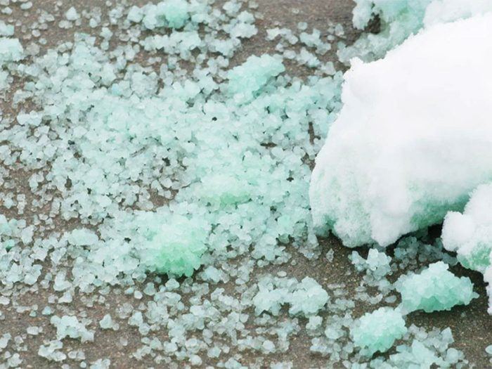 Essayez un dégivreur écologique pour retirer glace et neige facilement!