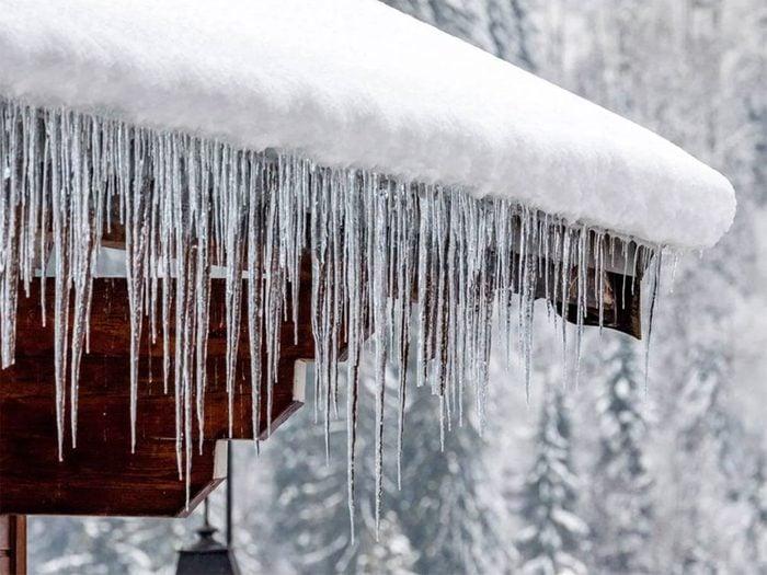 Empêcher l'accumulation de neige et de glace sur le toit.
