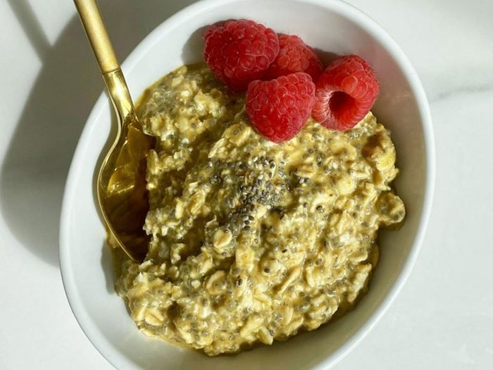 Gruau sans cuisson «Golden Milk» pour stimuler le système immunitaire.