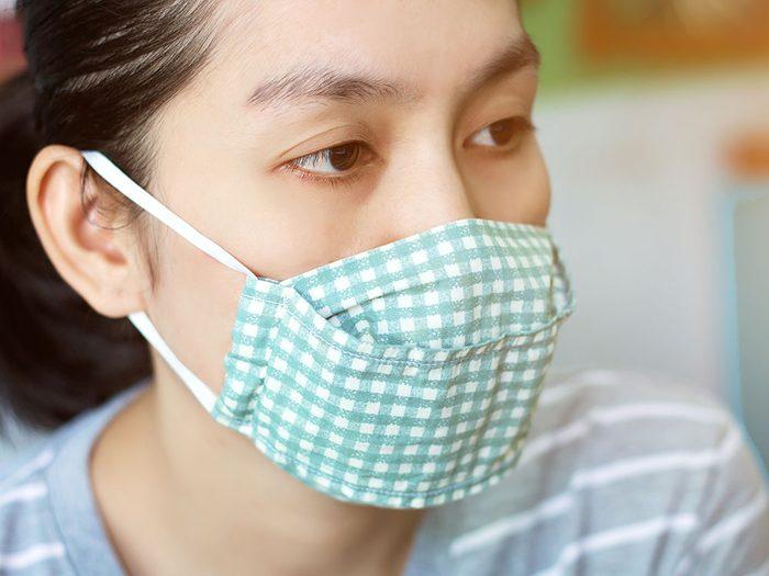 Il y en a qui portent leur masque même à la maison. Est-ce exagéré?