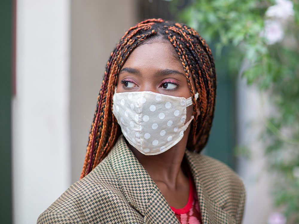 COVID-19: le masque est-il vraiment efficace?