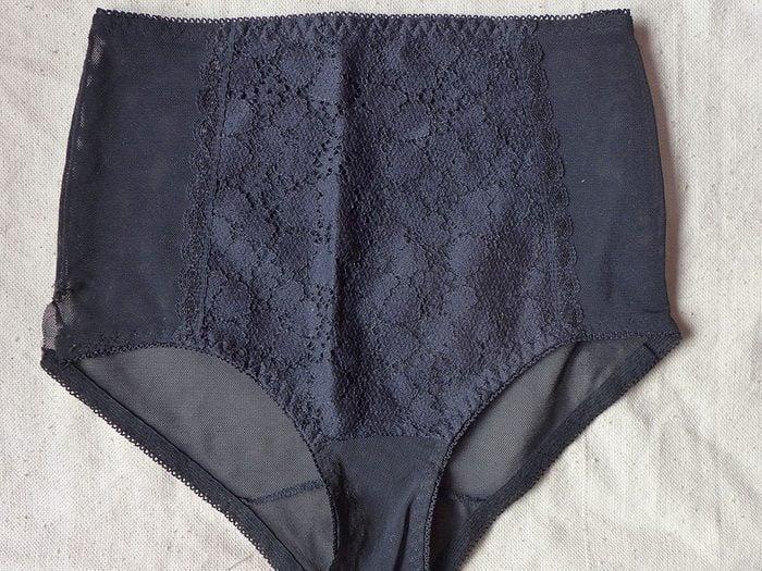 Sous-vêtements: la mode de la combinaison moulante, du slip, du bikini et compagnie.