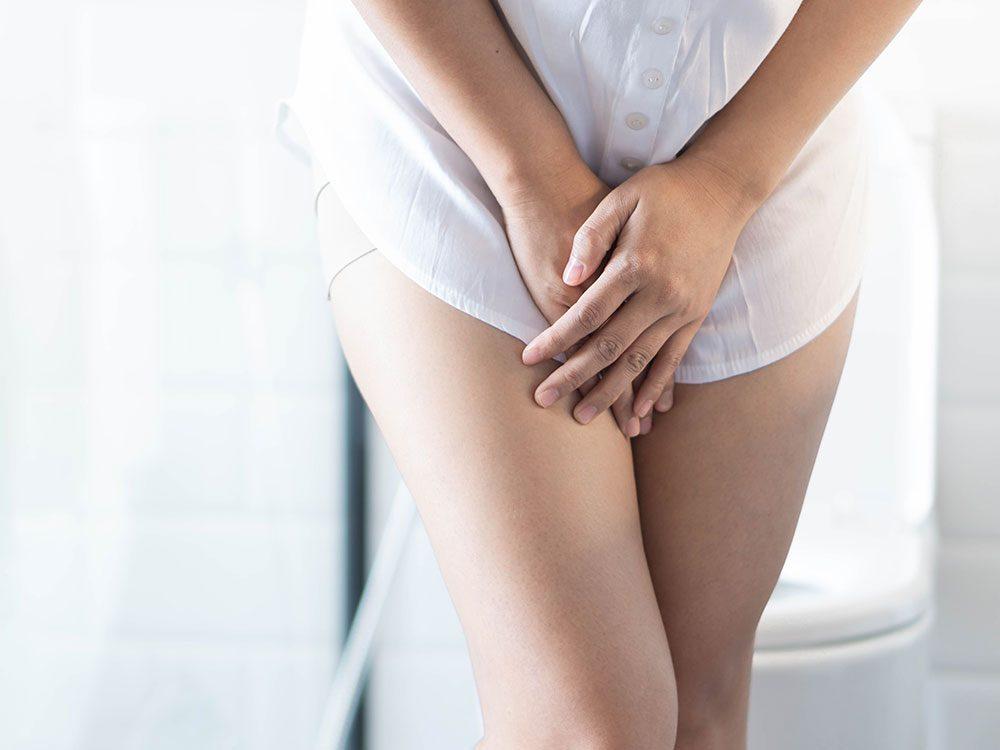 Porter des sous-vêtements offre une protection contre les fuites urinaires.