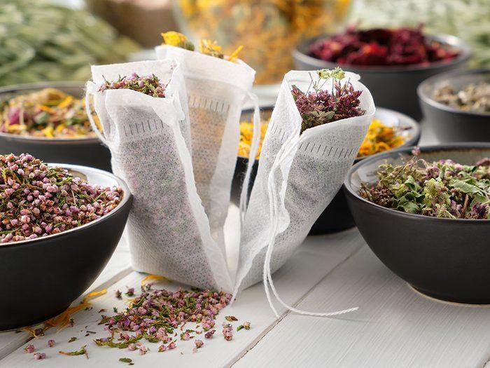 Produits de beauté maison: les sachets de pétales de rose.