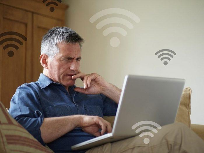 Des publicités inhabituelles peuvent signifier que quelqu'un utilise votre réseau wifi.