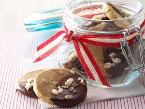 Biscuits au gingembre, à l'érable et aux noix de macadamia