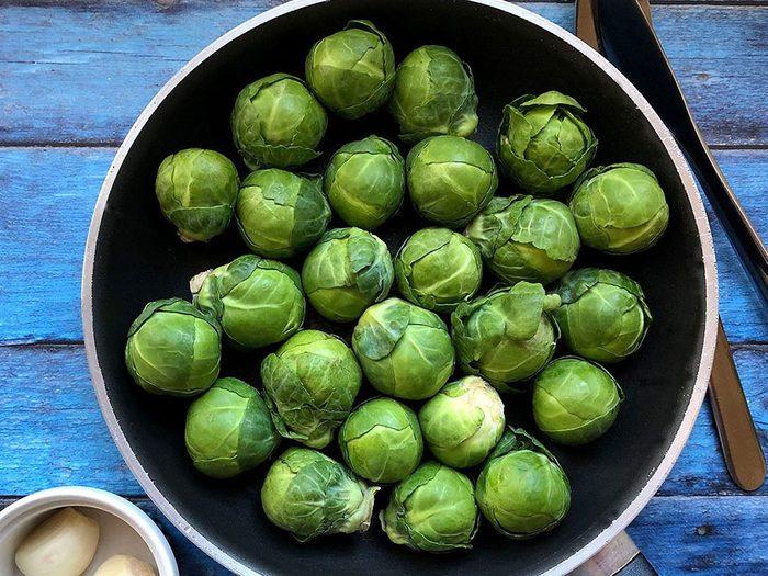 Une tasse de chou de Bruxelles procure 4 g de bonnes protéines végétales.