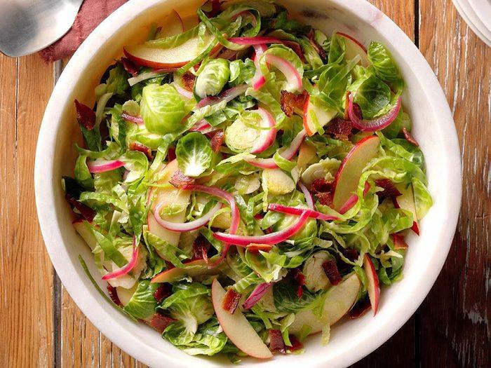 Le chou de Bruxelles est riche en vitamine K qui peut renforcer les os.