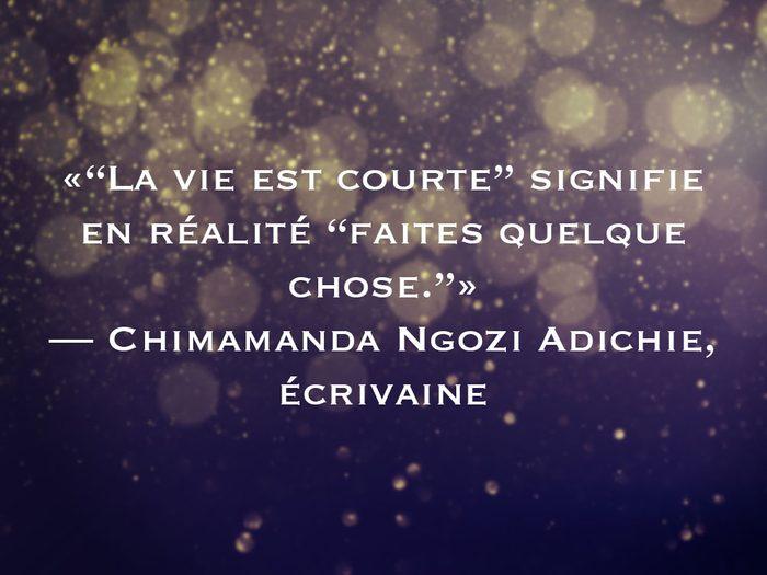 L'une des phrases de Chimamanda Ngozi Adichie fait partie des 50 citations inspirantes pour le Nouvel An 2021.