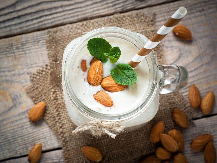 Comment faire du lait d'amande: ses avantages pour la santé.