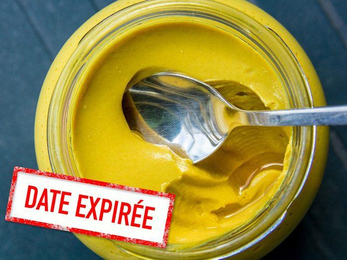 Faites attention à la date de péremption des condiments en pot.