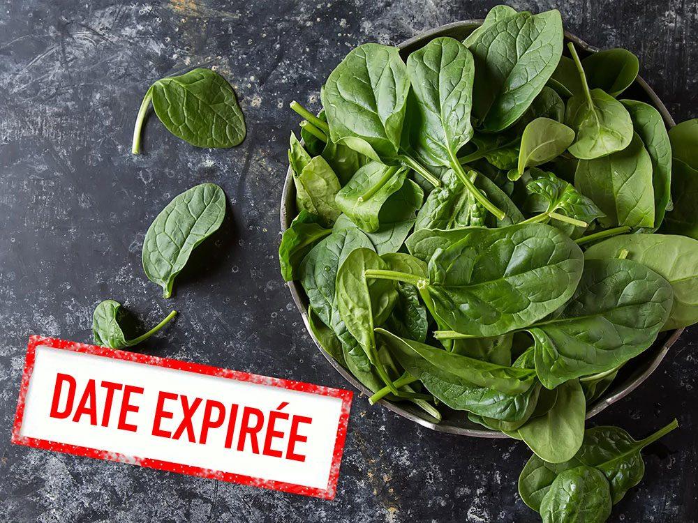 Faites attention à la date de péremption des légumes verts feuillus.
