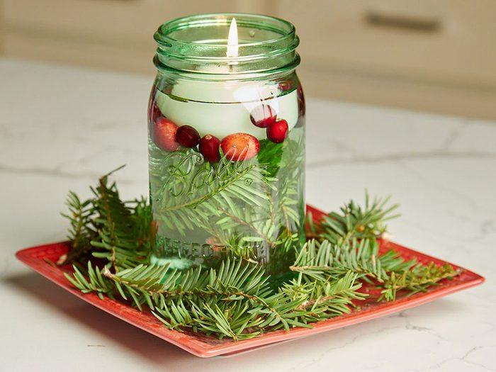 Faites ce centre de table festif du temps des fêtes en guise de décoration de Noël.