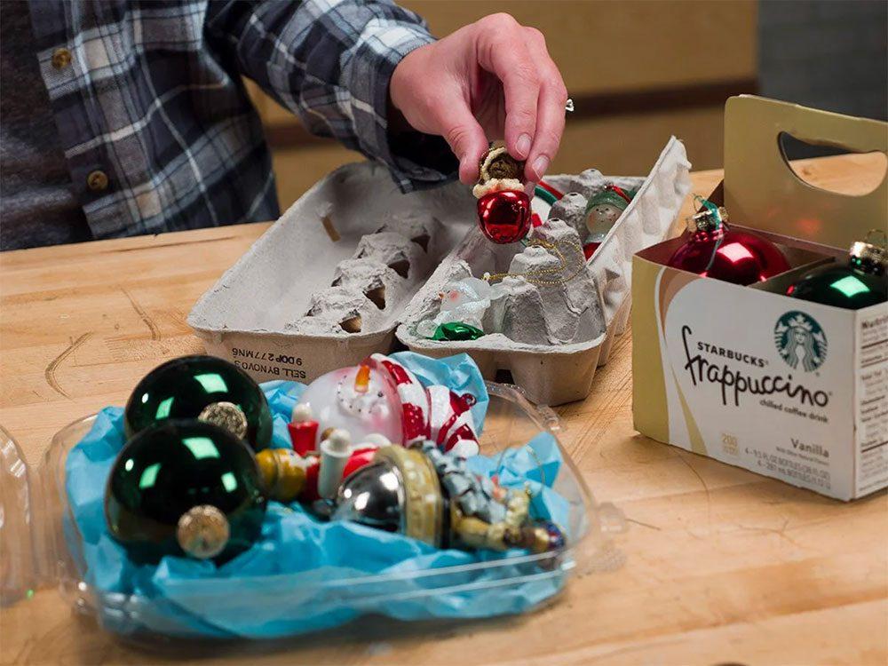Contenants alimentaires pour les décorations de Noël.