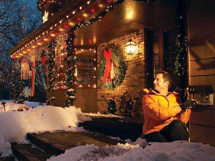 Ajout d'une prise extérieure pour vos décorations de Noël.
