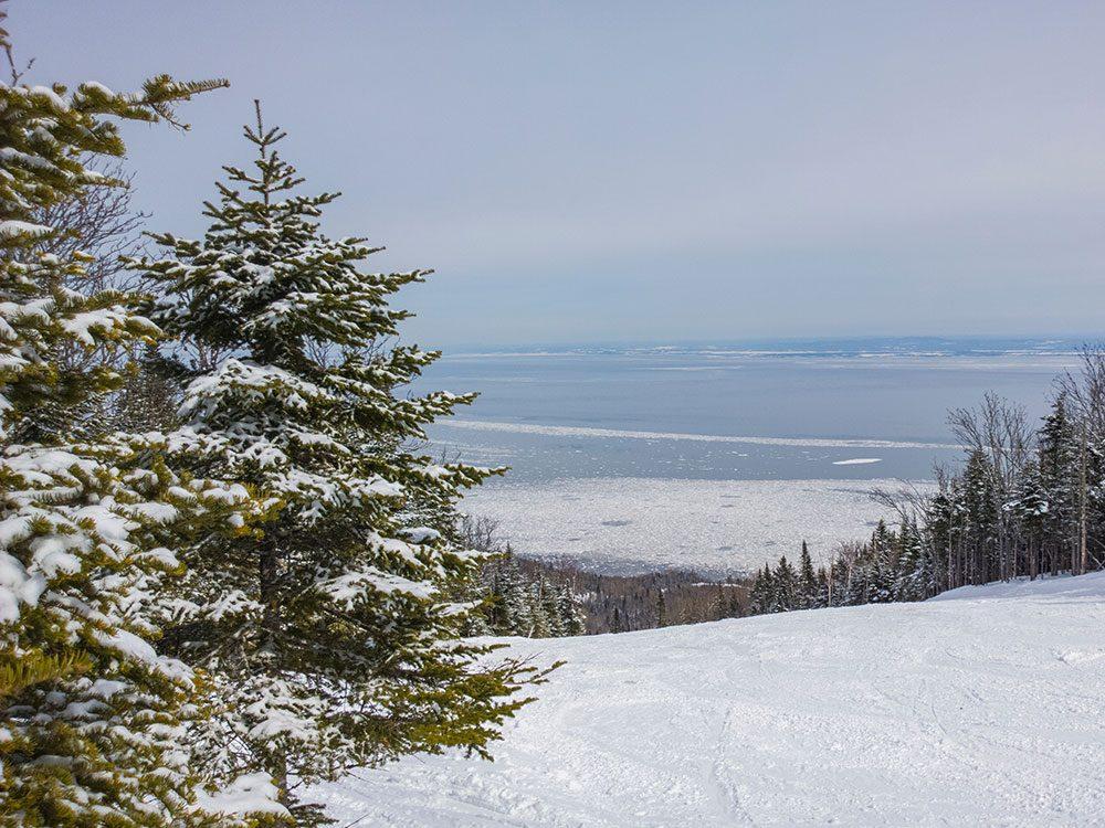 Allez skier à Charlevoix pour profiter de l'hiver au Canada.