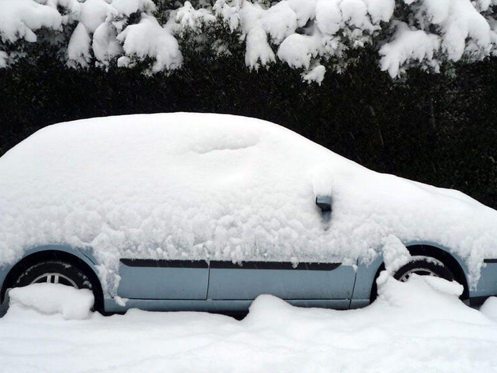 Veillez à ne pas oublier ces choses dans la voiture cet hiver.