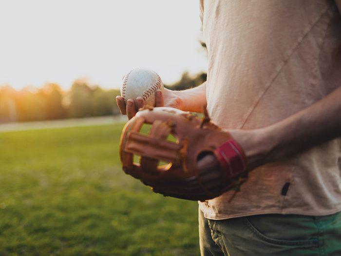 Vous n'êtes pas en forme si vous avez mal au bras lorsque vous lancez la balle.
