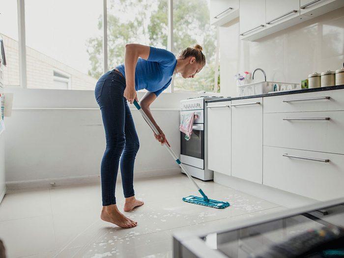 Vous n'êtes pas en forme si vous avez de la difficulté à transporter votre épicerie ou à nettoyer la maison.