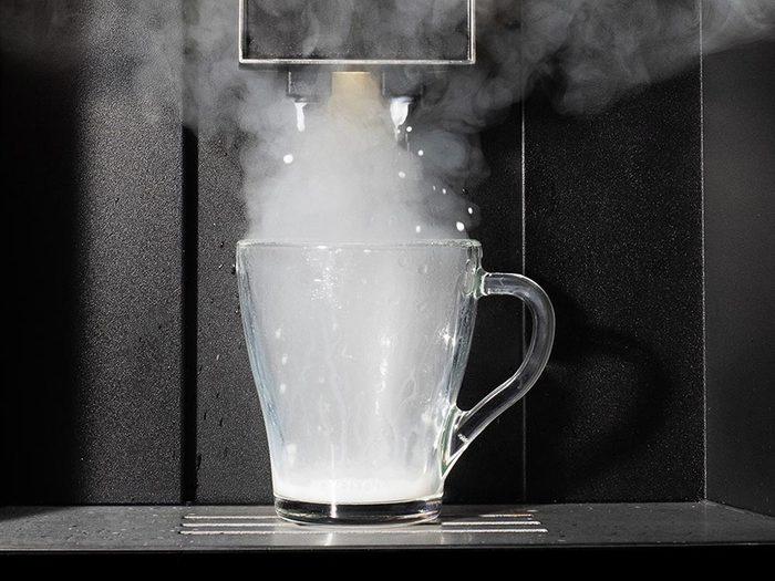 C'est la protéine du lait qui permet de faire mousser le café.
