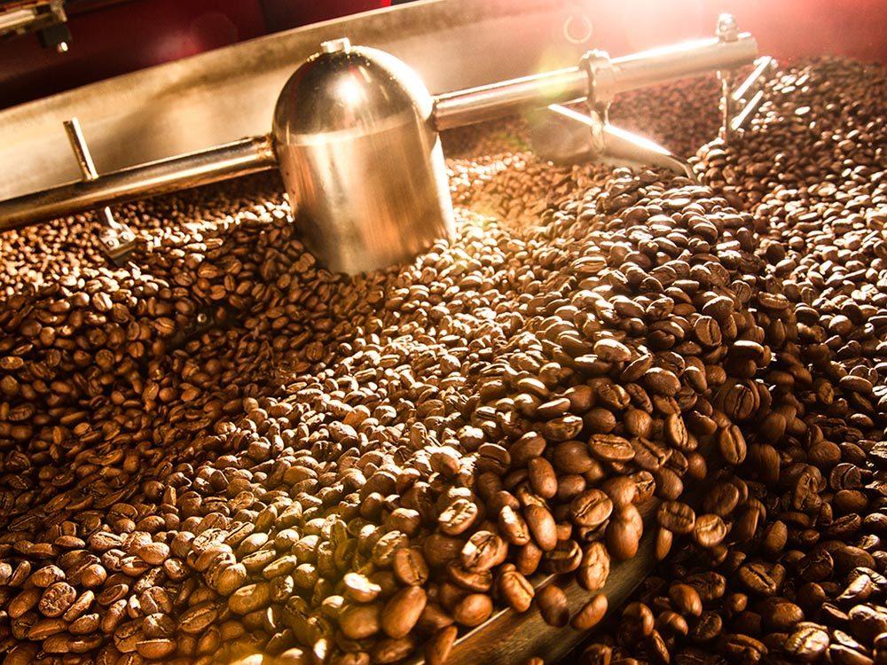 La torréfaction des grains joue un grand rôle dans la préparation des différents types de cafés.