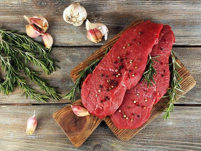 Voici 10 choses qui arrivent au corps quand on arrête de manger la viande rouge.