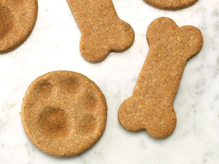 Recette de biscuits pour chiens classique.