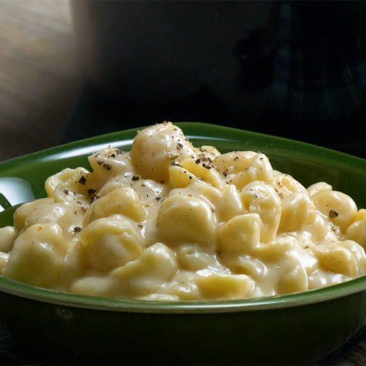 Recette de macaroni au fromage cheddar blanc